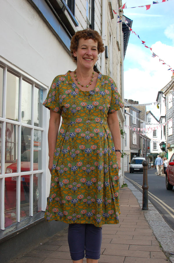 retro printed viscose dress