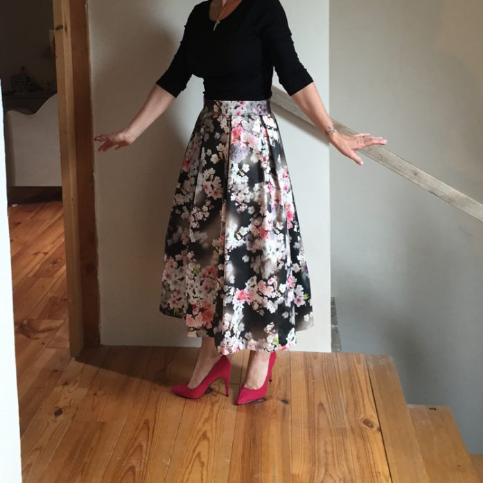 tracey-3d-floral-pleat-skirt