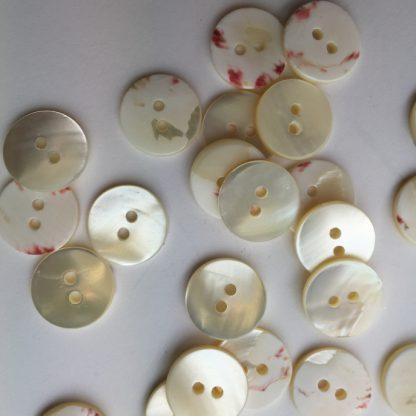 troca shell 2 hole cream natural button