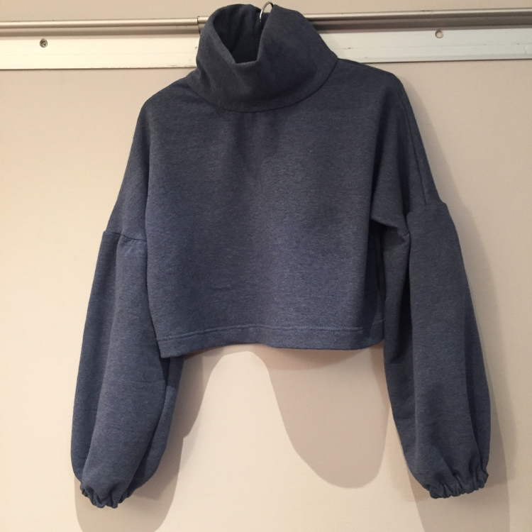 denim blue cropped sweatshirt with balloon sleeves
