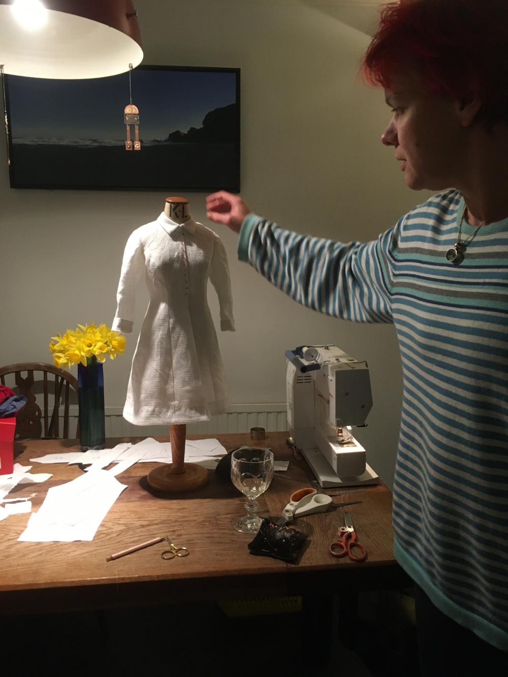 1/2 size toile bleuet dress in white linen